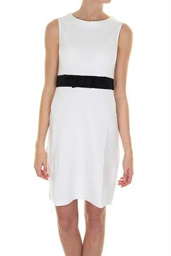 Jumperfabrikens bomullsklänning Michelle i vitt och med svart kontrast