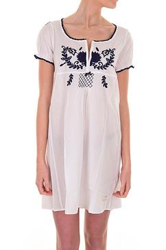 Odd Mollys Evergreen klänningar, här i vitt och svart visas hos Lilla Butiken.
