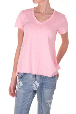 Skön t-shirt i rosa a-linjeformad hals från Line of Oslo